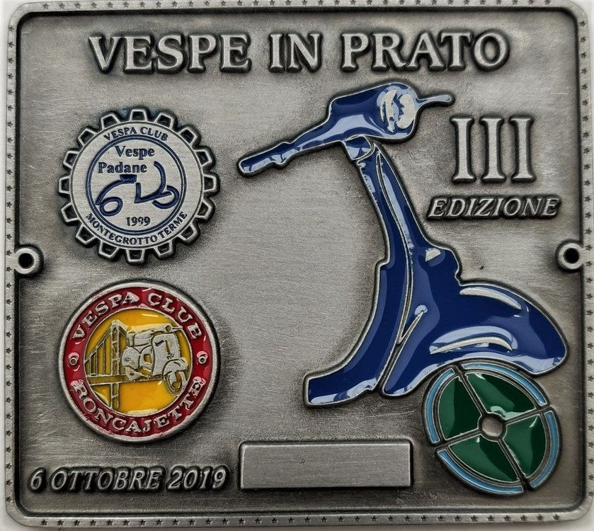 2019 Vespe in prato.jpg